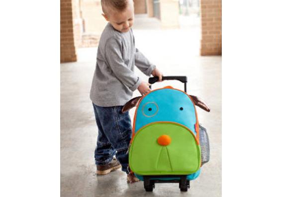 e0466fa97f546 Jest to walizka w formie plecaczka z elastycznego materiału do której można  dokupić także mały plecaczek.